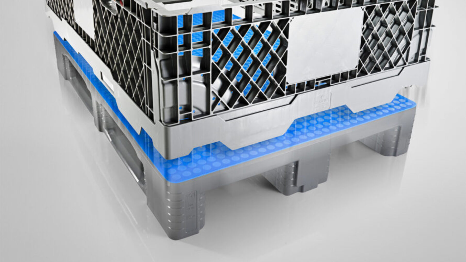 The CC1 collar from Craemer is compatible with wooden and plastic Euro pallets
